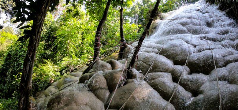 sticky-waterfall-bua-tong